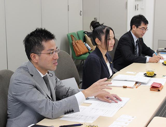左から荻野健司さん、近藤美保さん、三雲崇正さん