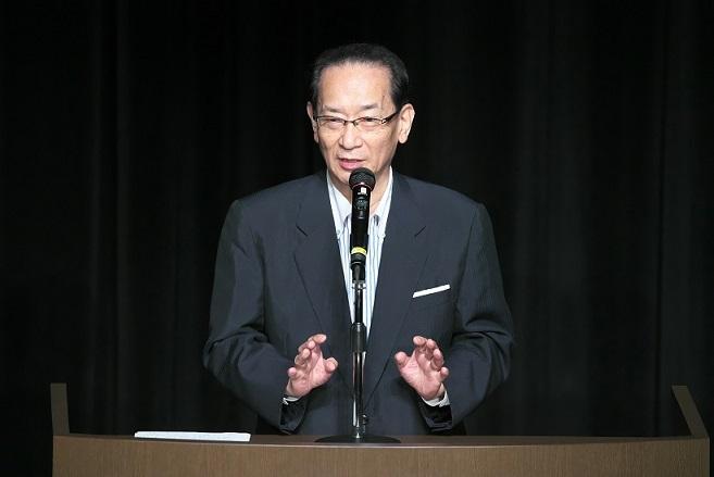 地方議会から地方を変えようと力強いメッセージを語る北川名誉教授