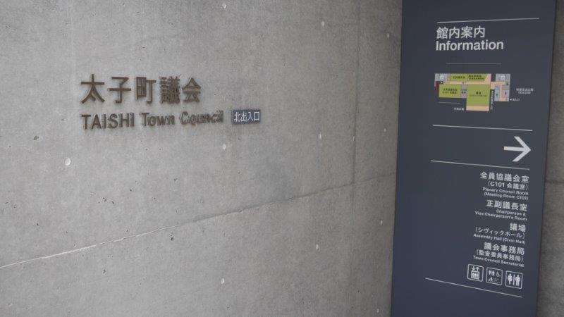 議会棟入り口1
